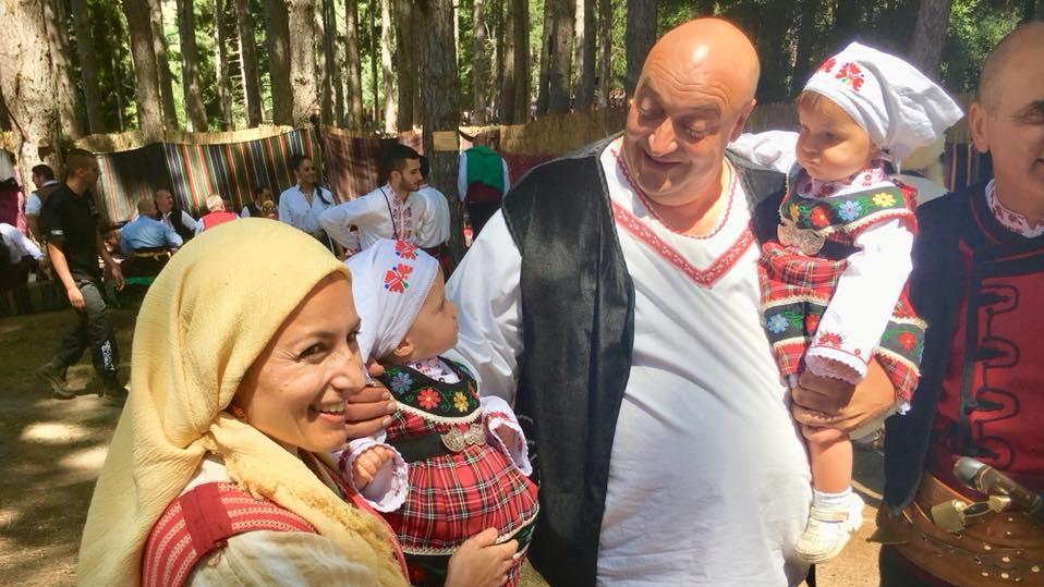 Танева и Каранашев показаха близначките си на фестивала в Жеравна /снимки/