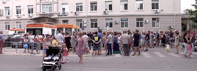 Продължава напрежението след смъртта на Ренета. Над 200 души протестираха пред болницата!